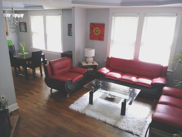 **A Room 2.5 miles to Heart of Downtown Atlanta!