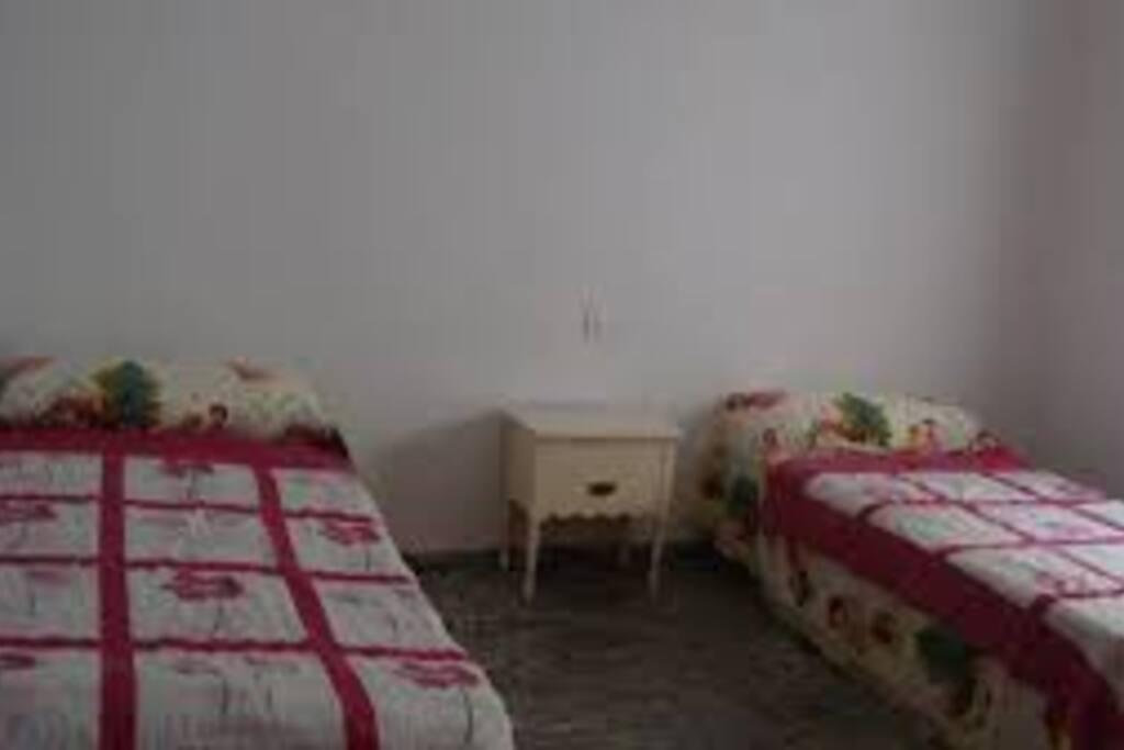 Habitaci n dos camas y sof cama bed and breakfasts for - Sofa cama espana ...