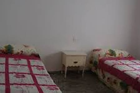 Habitación dos camas y sofá cama - Milladoiro