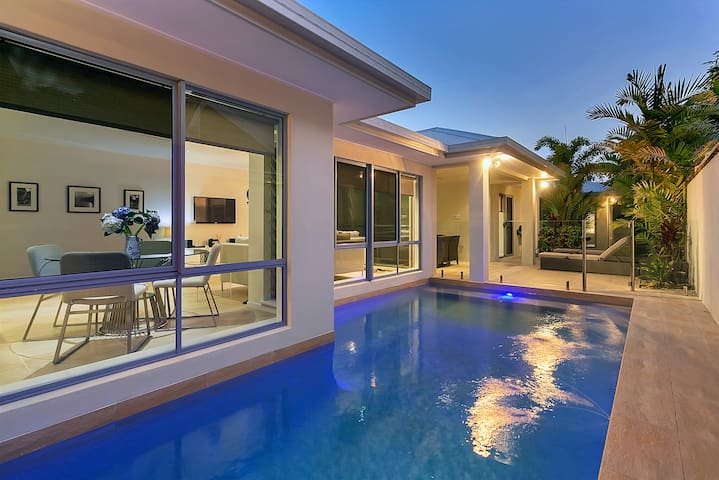 Modern, Convenient, Beautiful Home - Palm Cove
