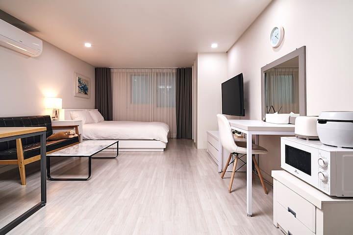 [Double Room] Spacious Studio Apt/Near by Gangnam