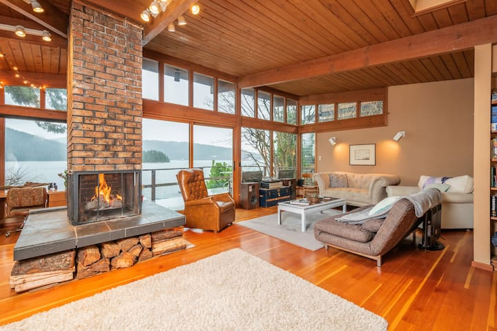 Private Waterfront Deep Cove Cottage