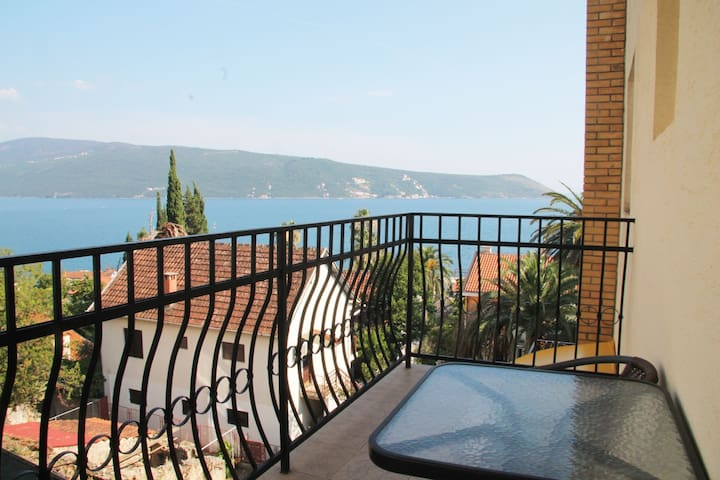 Apartment Savina Boka Bay 1