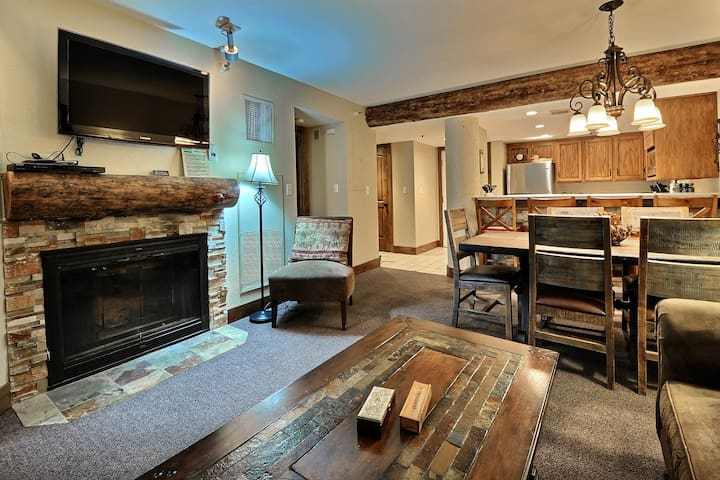 Remodeled 2 Bed, 2 Bath; Hot Tub; Steps to lifts - Condominiums for ...