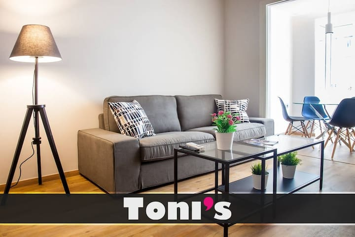 Toni's - 2BD Charming Apartment close Thissio Metro!