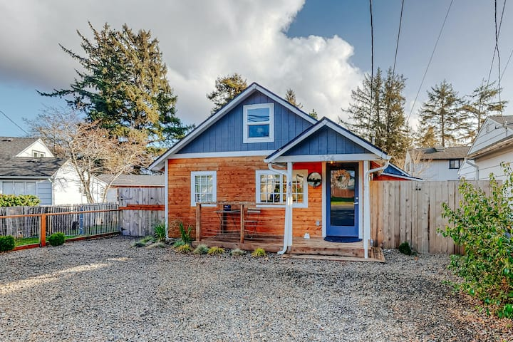 Adorable, Dog-Friendly Hideaway w/ Free WiFi, Private Washer/Dryer, & Firepit