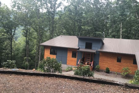 Private suite in the woods. - Asheville