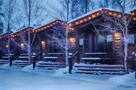 Colter Log Cabin at the Elk Country Inn
