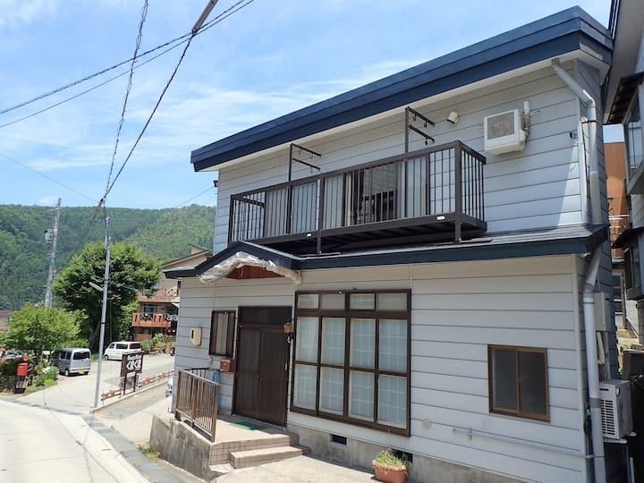 Kalik House: Japanese style home in NozawaOnsen
