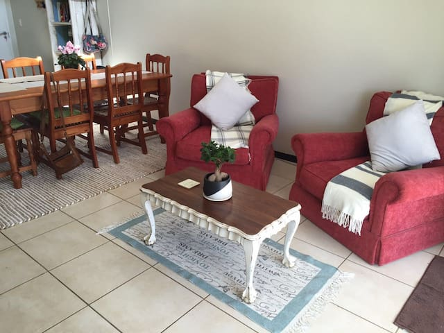 Trendy loft ! Airport accommodation- Good Company - Germiston - Apartment