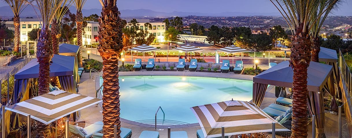 Elegant Apartment ( Views, Hotubs, Pools, WorkSp.)