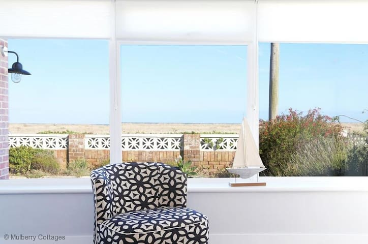 Apple Fish, sleeps 4, situated on the southernmost corner of Kent - Dungeness  - Rumah