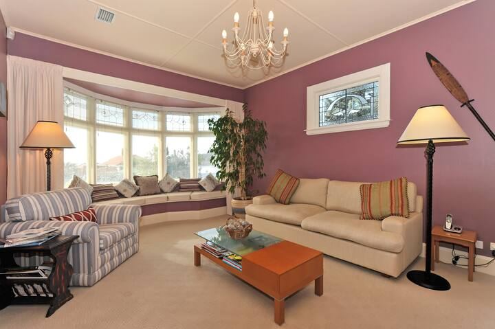 A comfortable and cozy bed and breakfast room in Nelson's 5 star Shelbourne Villa.