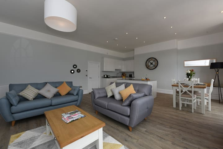 The Angel 1. Best views in Dartmouth, luxury apartment sleeps 4