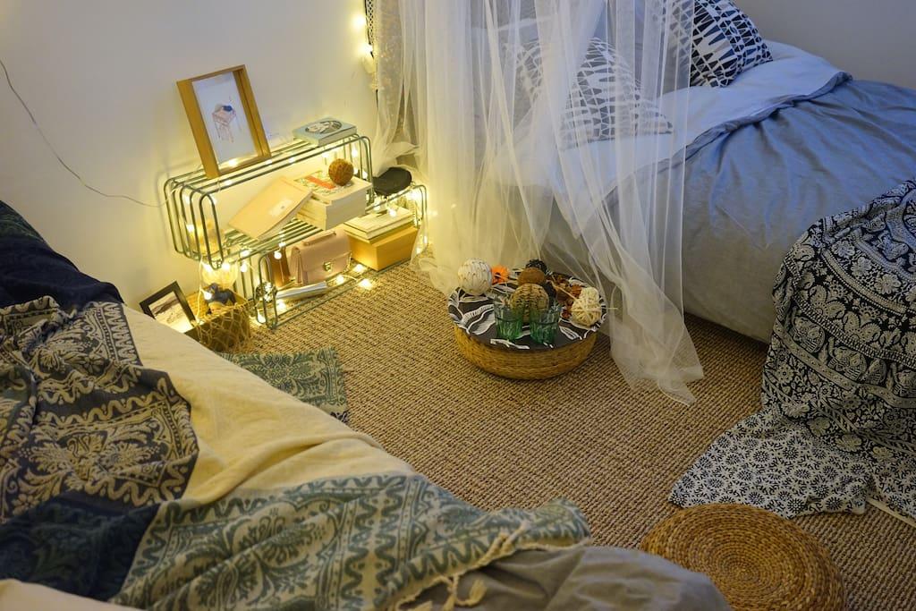 卧室兼客厅:无论是蜷在沙发上看电影、或是摊在地毯聊天,都舒服极了