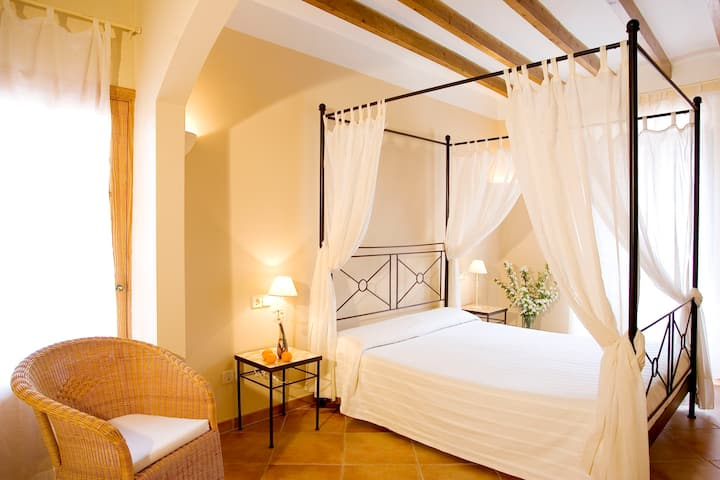 Es Nord, from 3 to 8 bedrooms with suite bathroom