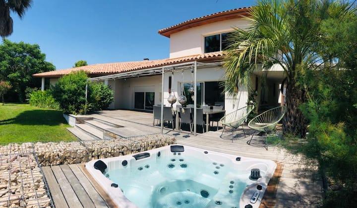 Villa d'architecte piscine jaccuzi