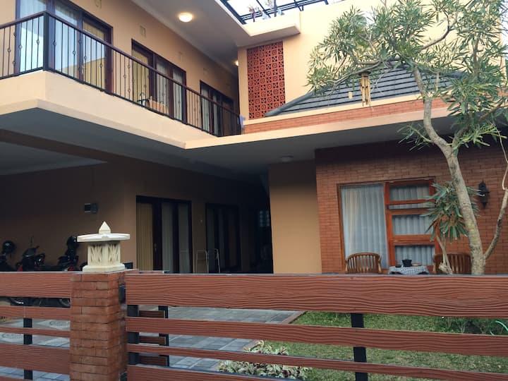 Family 6pax OMAH CENING Guest House Yogyakarta