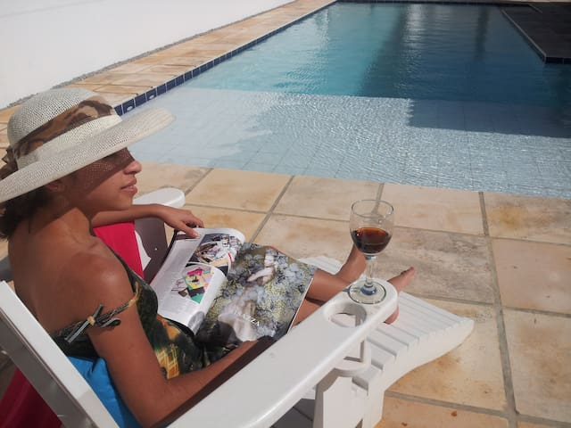 Piscina Branca - Casa de praia 2 suítes c piscina