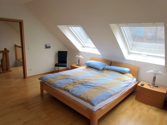 Schöne helle Wohnung am Rhein