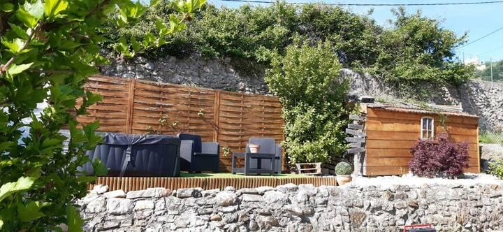 Jolie maison cosy avec jardin privé et jacuzzi