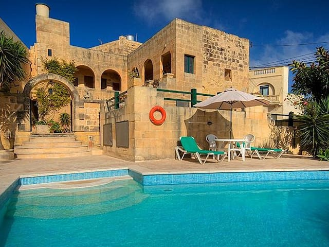 Villa with the pool