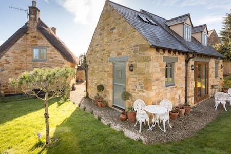 Cotswold village.   Alice's Loft. peaceful, cosy. - Stretton-on-Fosse