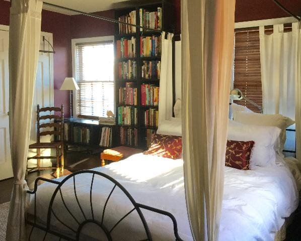 The Library Suite – Old Town Alexandria