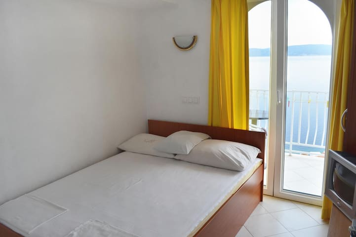 Studio flat with balcony and sea view Pisak (Omiš) (AS-4281-a)