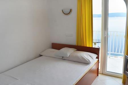 Apartmánové studio s balkónem a výhledem na moře Pisak, Omiš (AS-4281-a)
