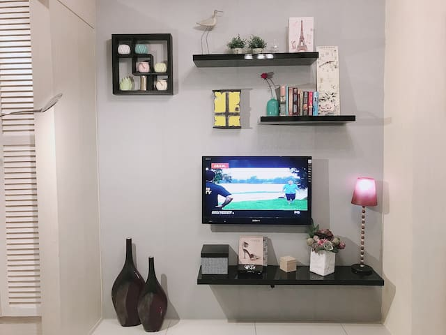 Contemporary 1BR in Makati CBD w/view, Wifi, Cable