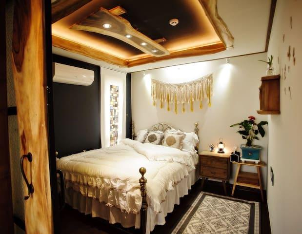 침실1. 퀸사이즈 침대