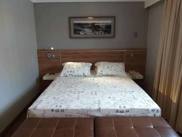 Apartamento com cozinha, condomínio  padrão hotel