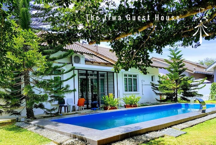 The Jiwa Guest House with big pool + jacuzzi