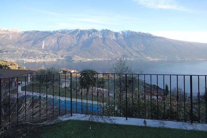 With spectacular lake view and pool – Apartment Elka 6