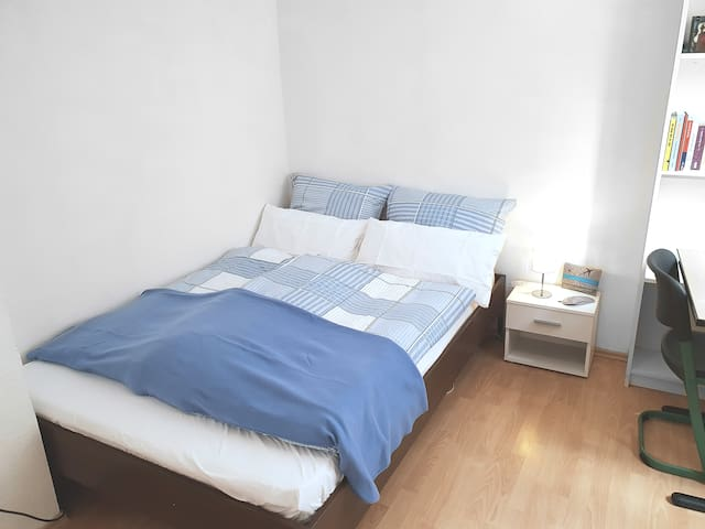 Room in beautiful Agnesviertel