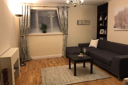 Modern one bedroom apartment in quiet cull-de-suc - Slough
