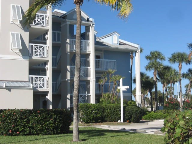 Stuart condo close to beach