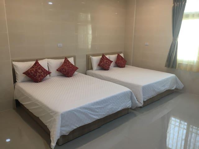 四人房,兩張雙人床