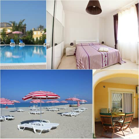 1 bdr flad  Pizzo Beach Club: privat strand og pool