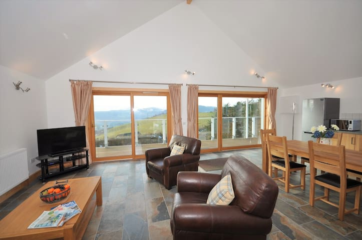 Torran  View Lodge - rural retreat above Loch Ness - Drumnadrochit - Cabaña en la naturaleza