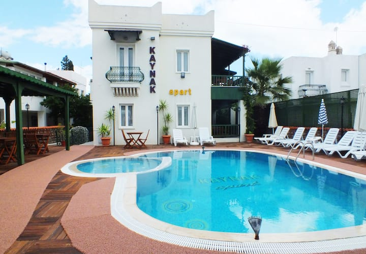 BODRUM BITEZ SMALL & FRIENDLY STEPS FROM THE BEACH