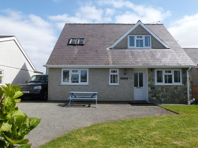 Swyn-y-Mor, Morfa Nefyn, detached house sleeps 10