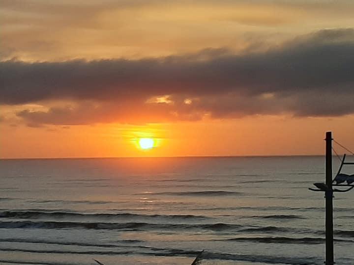 Apto de frente para o mar, 3 sacadas...pé na areia