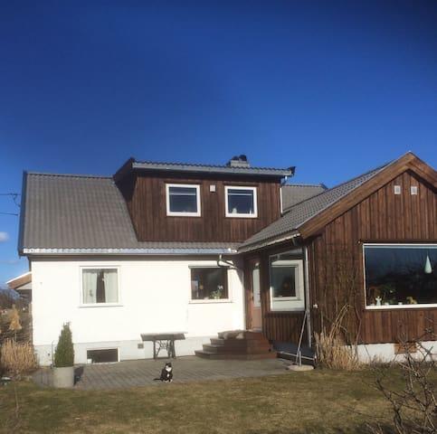 Hus i Grimstad med båt 90 Hk - Grimstad - Huis