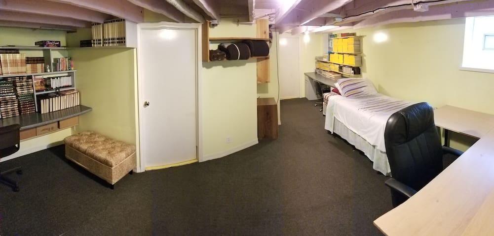 Lakewood basement room:  female interns/travelers