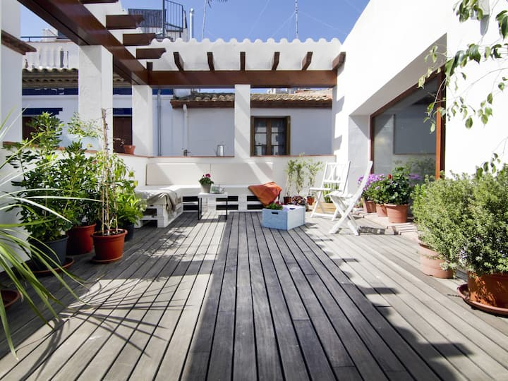 ANTIK CHARM town house in the old quarter of Sitges and next to the beach.
