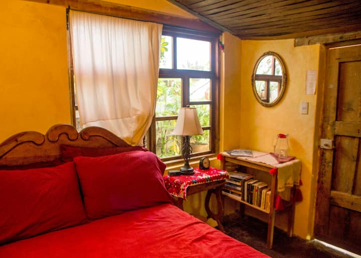 Cozy Private Room in city center (Bela's B&B)