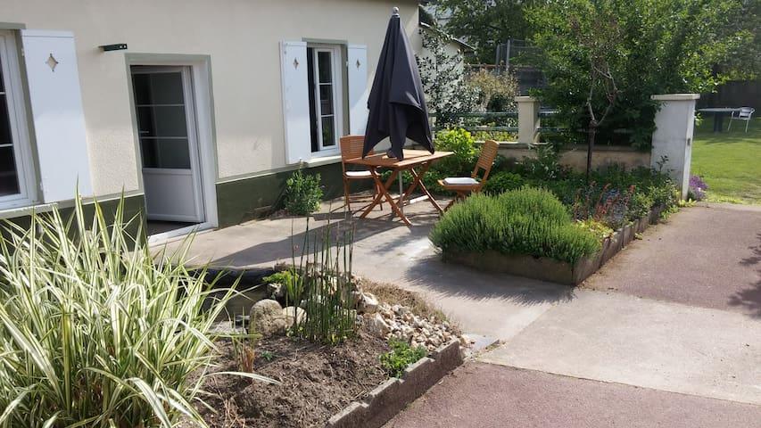 Maisonnette centre ville avec terrasse et jardin - Évreux - Casa