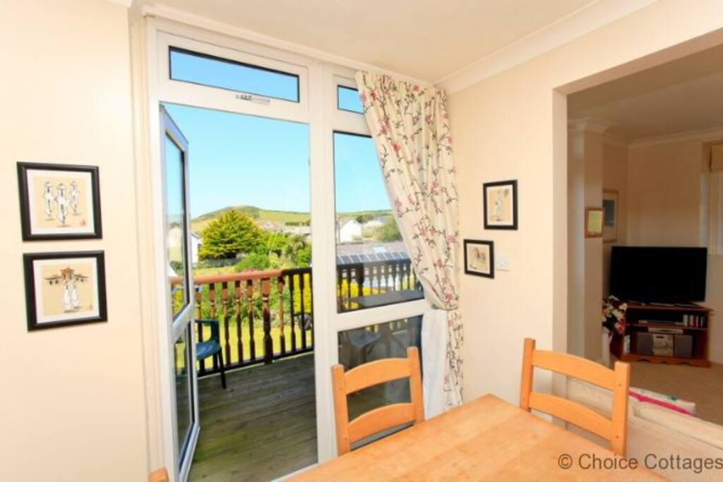 Area leading onto open balcony with views over the atlantic seaboard from all angles